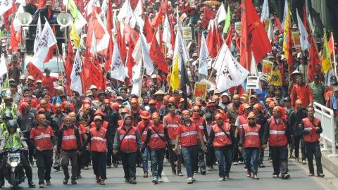 Farmers, advocates, and CSOs marched for agrarian reform during the National Peasants' Day. Photo by Aliansi Petani Indonesia (API).