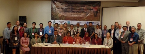 "Participants of the ""Asia Regional Forum on Land Administration and Management in Rural and Urban Areas."""