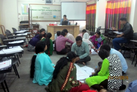 Group exercises of the participants on the rights of the women in property according to inheritance law. Photo: ALRD