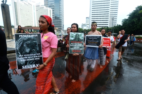 Indigenous people's rights advocates demanding for the inclusion of PPMHA in the list of national priority legislations 2015-2019. Photo by New Perspectives Foundation. Retrieved from http://www.mongabay.co.id/wp-content/uploads/2016/01/aman3-Photo-3.jpg