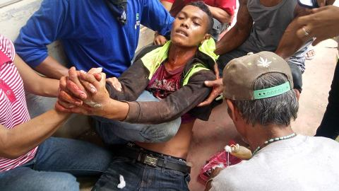 Kidapawan protester gun-shot. Photo by Rappler.com.