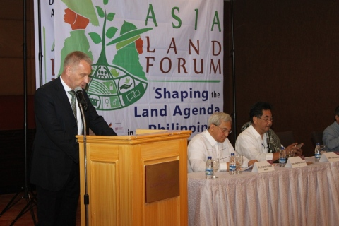 Peter Hauschnik of GIZ opening the Forum